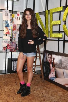Selena Gomez Boatneck Sweater - Selena Gomez looked sporty and cool in this relaxed-fit, cutup sweater.