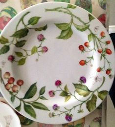 Ceramic Spoons, Ceramic Pottery, Pottery Painting, Ceramic Painting, Painted Plates, Hand Painted, Country Paintings, China Plates, China Painting