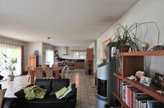 Immobilier - DIVONNE LES BAINS - Villa 190 m² ENVIRON sur un terrain de 1 200 m². Prestations de qualité. Grand e Conference Room, Villa, Table, Furniture, Home Decor, Real Estate, Decoration Home, Room Decor, Meeting Rooms