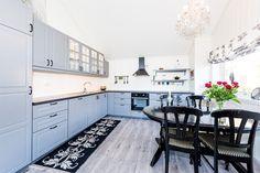 FINN – Nyere, innbydende hytte i naturskjønneomgivelser, nær både sjø og ferskvann! Decor, Kitchen Cabinets, Cabinet, Real Estate, Home Decor, Kitchen