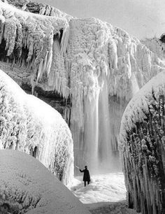 Frozen Niagara Falls during the winter of 1911. Yes, I know this isn't NYC. Deal with it! It's still NY State. ;-)