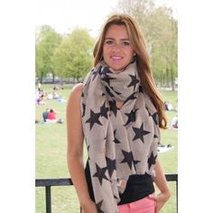 F-Supersize Nova Concrete - zijde Super grote sjaal bestaande uit 50% wol en 50% zijde. Deze hippe sjaal laat je dansen onder de sterrenhemel. Afmetingen lengte 200 cm breedte110 cm