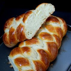Finnish bun - mom used to bake every Saturday, too about 1 minute for us to mums… Finnish Pulla Bread Recipe, Finnish Recipes, Scandinavian Food, Home Baking, No Bake Treats, Sweet Bread, International Recipes, Bread Recipes, Fast Recipes