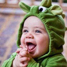 Bébé Confort  Les nouveau-nés ont besoin d'allaiter fréquemment - 8 fois ou plus par jour et très souvent pendant la nuit. Ils ont également besoin de beaucoup de sommeil dans un environnement de sommeil sécuritaire. Prendre soin de votre bébé est un emploi à temps plein. Utilisez cette section du site Web pour vous aider à apprendre à prendre soin des besoins de votre bébé nouveau.