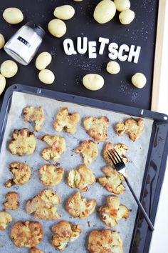 Quetschkartoffeln Crispy potatoes soft and crispy. These potatoes just taste great and are a great c Crushed Potatoes, Eat Yourself Skinny, Dessert Blog, Crispy Potatoes, Weird Food, Food Humor, Healthy Desserts, My Recipes, Clean Eating