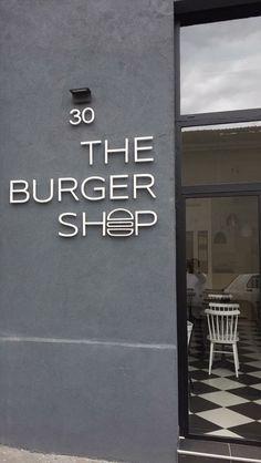 Outside the Burger Shop Food Logo Design, Signage Design, Cafe Design, Burger Bar Party, My Burger, Restaurant Concept, Restaurant Design, Catering Food Displays, Burger Places