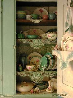 Love the shabby chic cabinet and old time-y dishes. Reminds me of grannies house! Would look cute in a cottage. Decor, Vintage Dishes, Cottage Style, Cottage Chic, Dish Display, Vintage House, Vintage Kitchen, Cottage Decor, Vintage Decor