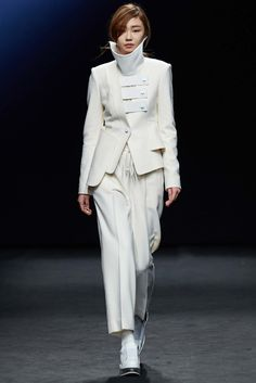See the complete Kaal E.Suktae Seoul Fall 2015 collection.