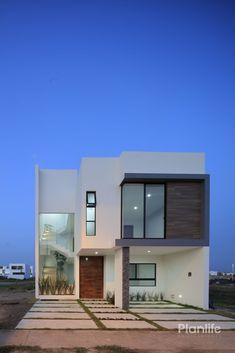CASA PAROTA / Punto sur #fachadasverdesarchitecture Narrow House Designs, Modern Exterior House Designs, Modern House Facades, Modern Architecture House, Modern House Plans, Modern House Design, Architecture Design, Bungalow House Design, House Front Design