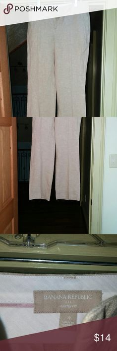 Banana republic never been worn linen slacks Cream linen slacks. New never been worn. Flared leg. Banana Republic Pants Wide Leg