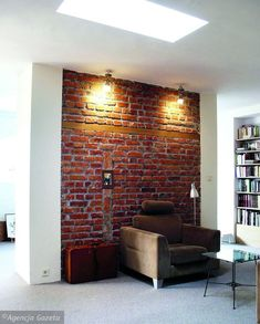 Urodę ścian z cegły podkreśli ich umiejętne podświetlenie