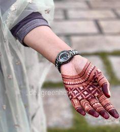 Top Simple Mehndi Designs - Easy-Peasy Yet Beautiful! Palm Mehndi Design, Mehndi Designs Feet, Back Hand Mehndi Designs, Indian Mehndi Designs, Henna Art Designs, Mehndi Designs 2018, Mehndi Designs For Girls, Stylish Mehndi Designs, Mehndi Designs For Beginners