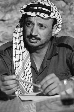 Yasser Arafat leader of Palestinian Liberation Front Yasser Arafat, Celebridades Fashion, Historia Universal, Political Figures, Political Leaders, Great Leaders, World Leaders, Male Face, World History