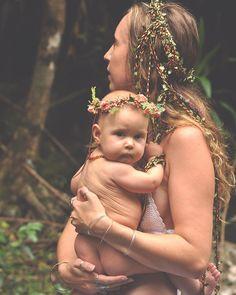 ᴘɪɴᴛᴇʀᴇsᴛ: ɢᴏᴏᴅᴊᴜᴊᴜᴛʀɪʙᴇ // ɪɢ: ॐ Hippie Mom, Hippie Baby, Happy Hippie, Maternity Pictures, Pregnancy Photos, Hippie Pregnancy, Mommy And Me Photo Shoot, Earth Mama, Hippie Culture