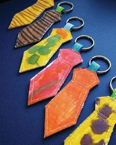 Ties are a classic gift for Dad try this fun DIY keychain twist! Diy Father's Day Gifts, Father's Day Diy, Craft Gifts, Gifts For Dad, Fathers Day Art, Fathers Day Crafts, Preschool Crafts, Crafts For Kids, Arts And Crafts