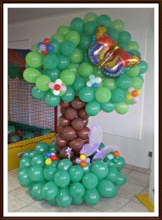 Árvore confeccionada em balões. R$180,00