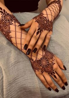 Can't get over the beauty of bridal Mehndi Designs for full hands? This full hand mehndi design with a mix of Indian and Arabic mehndi images is perfect for you! Get Amazing Collection of Full Hand Mehndi Design Ideas here. Simple and Easy Modern full. Mehndi Designs Finger, Khafif Mehndi Design, Full Hand Mehndi Designs, Mehndi Design Pictures, Dulhan Mehndi Designs, Stylish Mehndi Designs, Mehndi Designs For Fingers, Beautiful Henna Designs, Latest Mehndi Designs
