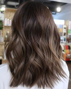 Hairstyles For Round Faces .Hairstyles For Round Faces Brown Hair Balayage, Hair Color Balayage, Hair Highlights, Medium Hair Styles, Long Hair Styles, Hair Shades, Light Brown Hair, Aesthetic Hair, Brown Hair Colors