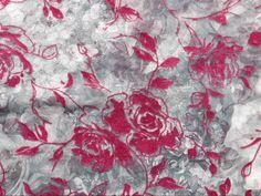Devorê de Organza Cinza com Rosas Vinho disponível em nossa loja ! Em até 6x sem juros e enviamos para todo Brasil, aproveite !  https://www.luematecidos.com.br/chiffon-organza-musseline-e-georgete/devore-de-organza-cinza-com-rosas-vinho.html