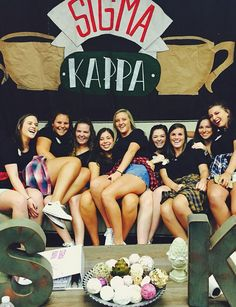 """Sigma Kappa's """"Central Perk"""" from Friends on Skit Day"""