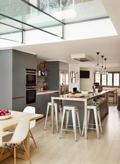 Family kitchen - Contemporary - Kitchen - london - by Roundhouse Open Plan Kitchen Living Room, Family Kitchen, New Kitchen, Kitchen Ideas, Kitchen Inspiration, Bespoke Kitchens, Grey Kitchens, Home Kitchens, Kitchen Furniture