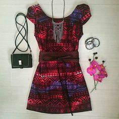 vestido-étnico-estampa-geométrica-comprar-cinto-largo-faixa-colar-boho-franjas