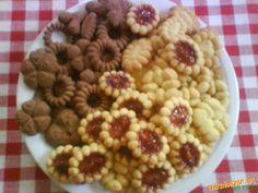 sušienky z lisu Dog Food Recipes, Sweet Tooth, Breakfast, Hampers, Morning Coffee, Morning Breakfast