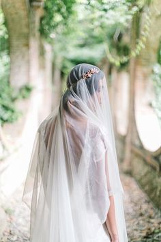 Lady Mary Inspired Gold Crown and Juliet Veil | Maria Lamb Photography | Gracious Villa Wedding in the Heart of Tuscany