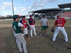 Los instructores de los Piratas de Campeche, que vienen realizando una gira por diferentes puntos del suelo campechano arribaron al Estadio ...
