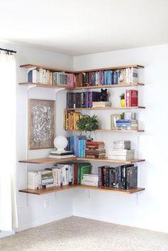 Идея №1. Открытая угловая полка для хранения книг