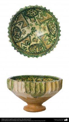 Vasija con motivos vegetales- cerámica islámica – Irán, siglos XI y XII dC. | Galería de Arte Islámico y Fotografía