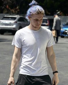 I love Evan with blue hair ‍