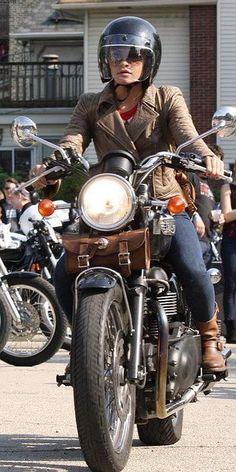 Girl Motorcycle - Triumph Girl donning a Bubble Visor Helmet Harley Davidson, Lady Biker, Biker Girl, Triumph Motorcycles, Vintage Motorcycles, Cafe Racer Girl, Ducati Monster, Biker Chick, Biker Style