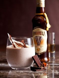 Nirvana by Chocolate by Martin van Oordt - Crushed ice 30 ml Amarula 3 scoops Woolworths Stracciatella Ice Cream 30 ml Stroh Rum Shavings of white and dark chocolate Count Pushkin Vodka Nachtmusik Chocolate Liqueur Cocktail And Mocktail, Cocktails, Food N, Food And Drink, Nirvana, My Favorite Food, Favorite Recipes, Chocolate Liqueur, Drink Specials
