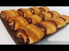 Fursecuri cu unt și magiun, atât de fragede că se topesc în gură - YouTube Unt, Food Cakes, Tiramisu, Cake Recipes, Bread, Youtube, Simple, Pie, Cakes