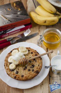 Pieczona owsianka bananowo-serowa Pieczona owsianka to jeden ze smaczniejszych pomysłów na polubienie płatków owsianych. Jakby nie patrzeć, to w sumie takie ciasto,… Gluten Free Cakes, Gluten Free Recipes, Muesli, Eat Breakfast, Cereal, French Toast, Food Photography, Good Food, Lunch Box