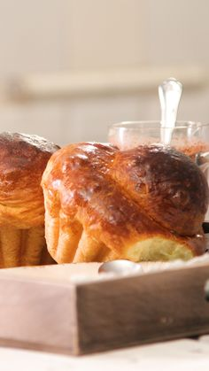 Brioches parisiennes - Un classique français emblématique du petit déj' ! Un classique français emblématique du pet - Tasty Videos, Food Videos, Baking Recipes, Dessert Recipes, Brunch Recipes, Brioche Bread, Cooking Chef, Cooking Rice, Easy Cooking