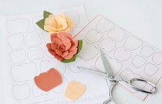 If you cut your felt florals by hand you NEED to know this special trick! #feltflowers