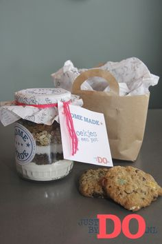 Cookies in a jar. Great gift voor any happy moment! on justbydo.nl#potvolkoekjes