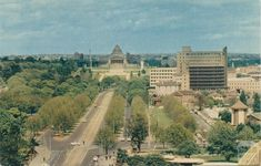 St Kilda Road and Shrine of Remembrance, Melbourne, Historic Houses, Melbourne Victoria, St Kilda, Amazing Pictures, Cairns, Tasmania, Back In The Day, Historical Photos, Old Photos