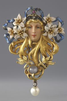 Sarah Bernhardt brooch, by Georges Fouquet, Paris, c.1895. Gold, enamel, diamond, ruby, sapphire and pearl. #ArtNouveau #Fouquet #SarahBernhardt #brooch♥≻★≺♥