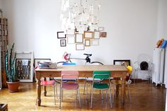 casual chairs (via HomeStories | Casa Cesare & Silvia)