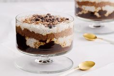 Vegan Tiramisu- Shannon Harley gives her favourite Italian dessert a healthy make over, swapping refined sugar and cream with healthy chia seeds, prunes and cacao. Sugar Free Treats, Sugar Free Desserts, Desserts To Make, Dessert Recipes, Summer Desserts, Dessert Simple, Vegan Tiramisu, Vegan Christmas, Christmas Recipes