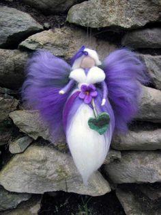 Viola, aguja de fieltro de lana hada, hada de la naturaleza, muñeca de hadas inspirado de Waldorf
