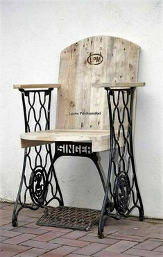 Comment recycler les anciennes machines à coudre How to recycle old sewing machines How to recycle oldMachine Foot RecyclingMachine sewing + to + + recycled Small Woodworking Projects, Woodworking Workbench, Woodworking Workshop, Popular Woodworking, Woodworking Furniture, Diy Wood Projects, Kids Woodworking, Youtube Woodworking, Woodworking Basics