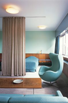 Arne Jacobsen, Room 606. Royal Hotel, SAS House (1955-1960), Copenhagen, Denmark The room is decorated with examples of the furniture that Jacobsen designed especially for the SAS House. The rigid frame of the two-seat Series 3300 sofa, originally designed for the air terminal, creates a strong contrast with the organic chairs that were created for the Royal Hotel.
