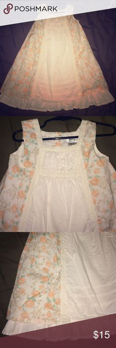 Savannah 3T girls peasant dress in ivory & peach Worn twice. My daughter has so much clothes most only gets worn once or twice. This dress is Fabulous!!! Does need to be ironed as it's been folded up in a drawer. Sz is 3T Savannah Dresses Casual