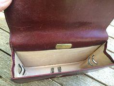 Vintage - Mini Leder Täschchen von Aigner - bordeaux rot -  wie auf dem Foto zu sehen ohne Schulterriemen - Maße: ca. 15x12x4 cm - Zustand: gebraucht  Privatverkauf - keine Rücknahme