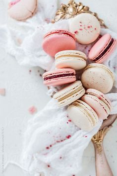 Fancy macaroons are absolutely stunning! Laduree macarons are the Queen of macarons. Stop by Laduree NYC or Laduree Soho to experience the french dessert! Macarons, Macaron Cookies, Cute Food, Yummy Food, Yummy Eats, Cookie Recipes, Dessert Recipes, Dessert Food, French Macaroons