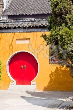 Interesting doors and great colours - China Door Knockers, Door Knobs, Door Handles, Cool Doors, Unique Doors, Entry Gates, Entry Doors, Chinese Door, Moon Gate